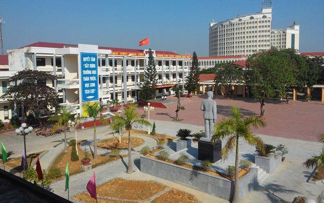Trường THPT Trần Phú - Hùng Vương