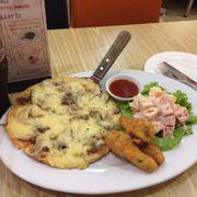 Combo 2: 1 pizza size M, 1 salad hoa quả, 2 pepsi, 1 cánh gà