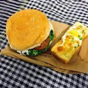 Hamburger + bánh trứng tại ABC