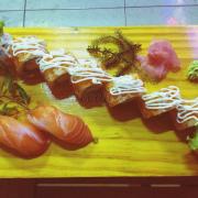 Quán đồ ăn ngon mà ko gian ko đẹp thôi có cái xe đứng lam bài trí đẹp :)))