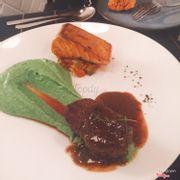 Steak bò sốt tiêu - cá hồi áp chảo