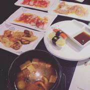 Canh hải sản-shushi tự chọn-gà nướng-ba chỉ heo-mực sate-bạch tuột ướp muối ớt
