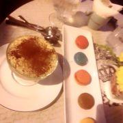 Bánh ngọt ngon, quán ăn nhỏ nhưng sang trọng, trà rất thơm, thanh nhẹ, một trong những quán bánh ngọt mình yêu thích nhất