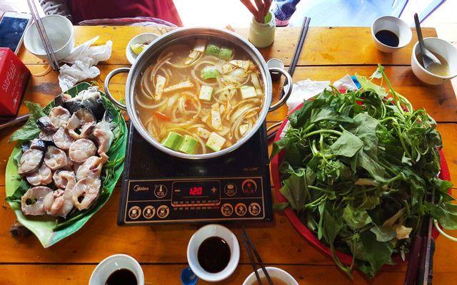 Hoàng Minh - Gà Bản, Cá Hồi & Lẩu Đuôi Bò