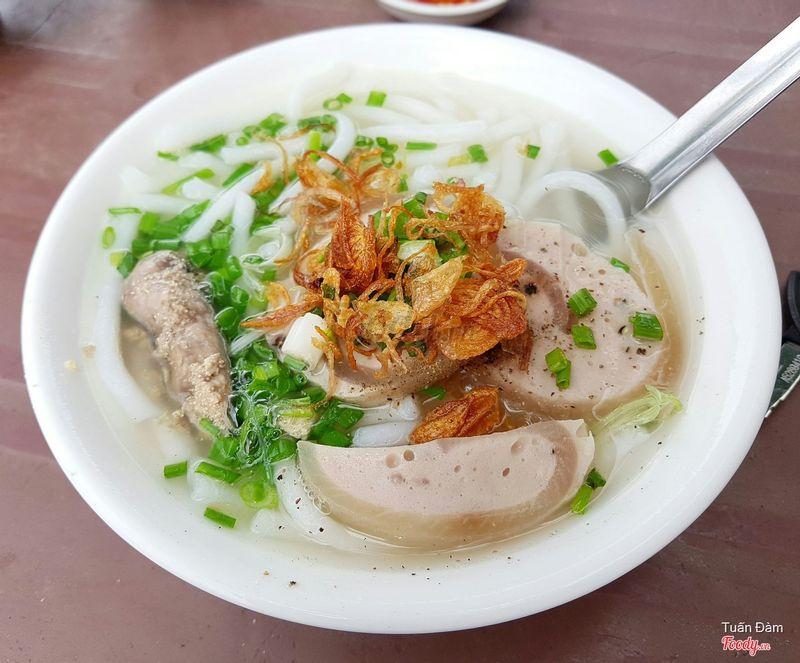 Bánh canh chả lụa vs trứng cá