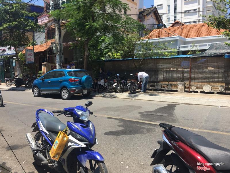 đậu xe đối diện bên đường