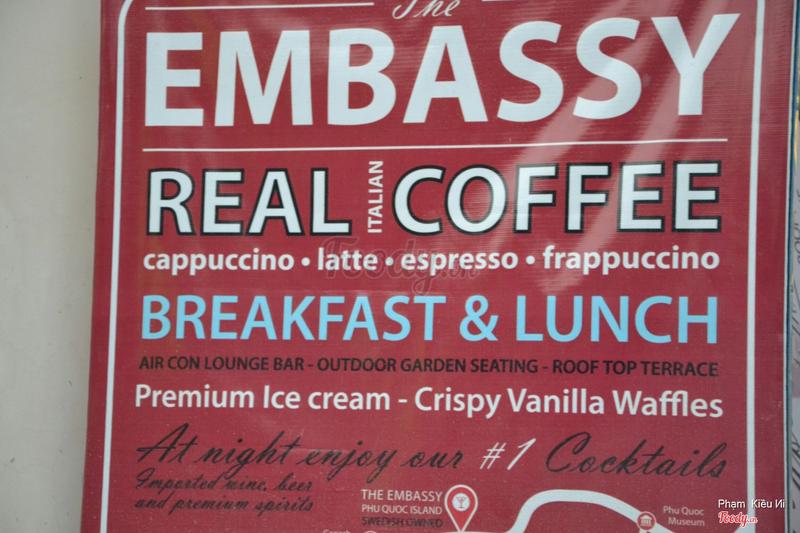 Phục vụ ăn sáng lẫn ăn trưa
