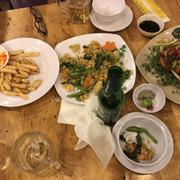 Khoai tây chiên + mì xao hải sản + món gì quên dòi