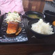 Cơm cá hồi sốt teriyaki