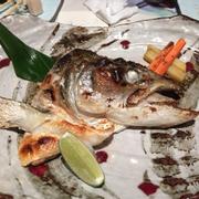 đầu cá hồi nướng muối:))