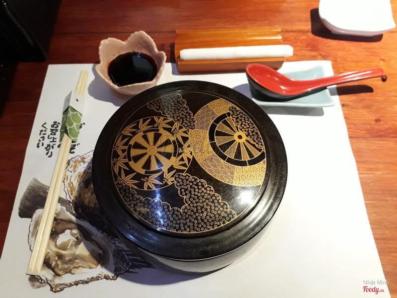 Hộp cơm Sanshokudon