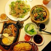 Bò né và salad cá ngừ