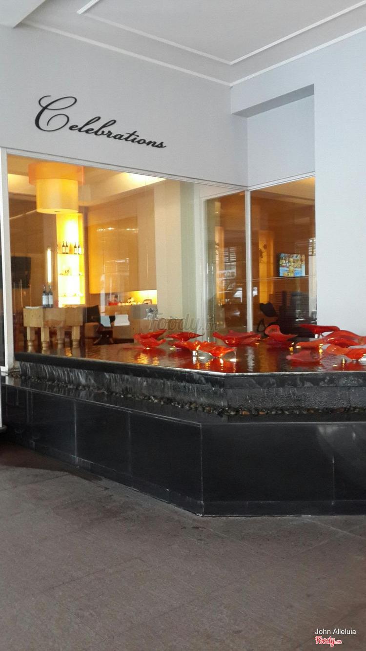 Equatorial Hotel ở TP. HCM