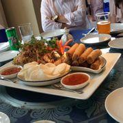 Miến hải sản kiểu Thái: ngoài vị cay và chua ra ko còn vị gì khác, nói chung ko ngon Chả giò vịt kiểu Bắc Kinh dùng kèm với sốt mận, ớt và gừng: chả giò Ok, sốt đậm đà ăn khá hợp với chả giò