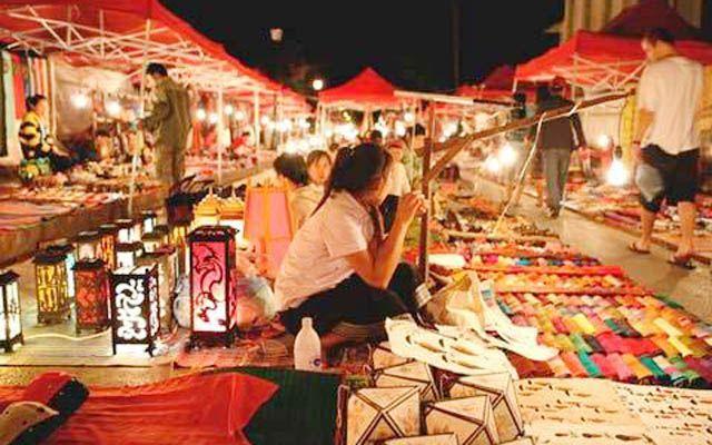 Chợ Đêm Tây Đô - Cách Mạng Tháng 8