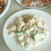 Salad: nên lấy nhiều ăn cho bớt ngán