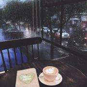 Một tách cf vào một chiều mưa