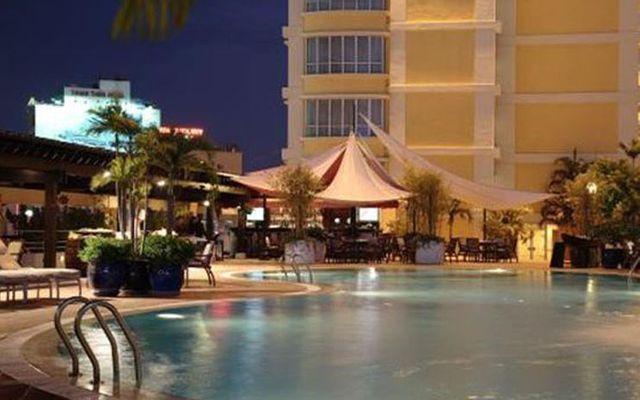 Hồ Bơi Pool - Khách Sạn New World - Lê Lai