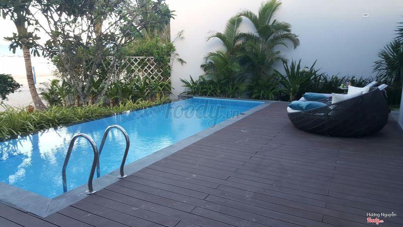 Bể bơi ban ngày