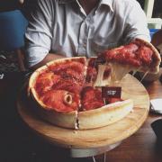 Pizza thần thánh ăn 1 miếng là ngấy vì quá nhiều phomai ạ 😘😘😘 điểm 10 luônnn