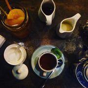 Ăn bánh uống trà, đọc thơ