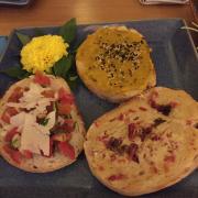 bánh mì phi lê cá hồng + tempura + sốt cà chua