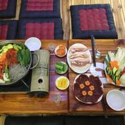 cái bàn lẩu kimchi nho nhỏ của 3 đứa. hehehe