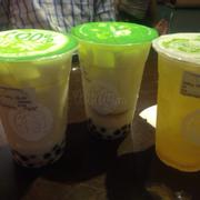 2 ly trà sữa và 1 ly trà xanh chanh thơm.ko có gì đặc biệt.chỉ có điều lạ khi lần đầu tiên ngồi trong thùng container thôi.mà menu quá nhiều í.làm mình ko thể chọn dc :(