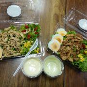 Salad gà xé và salad gà nướng