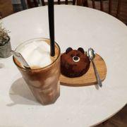 Cafe dừa + bánh gấu