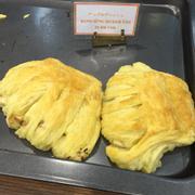 Bánh Sừng Bò Kem Táo