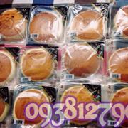 """🍞Bánh Cheese Cake 100% Korea tiếp tục nhận order sỉ số lượng lớn nhé cả nhà 🍞   ➡️Tình hình là nhiều chế đã bị """"nghiện"""" cái vị beo béo, ngậy ngậy tan giòn trong miệng của bánh rồi nhaaa  ➡️Bánh Phô Mai nhập khẩu từ Hàn Quốc,được chế biến từ nguyên liệu được tuyển chọn rất kĩ lưỡng từ phô mai kem và trứng. Bánh nhẹ xốp, mềm mịn, thơm ngậy với vị chua đặc trưng của kem phô mai, khi bỏ vào miệng, miếng bánh lập tức tan ngay. 💰Giá bán lẻ tại sg : 45k/bánh .  Date : 2016 - Bảo quản tủ lạnh  Sỉ theo thùng Bánh làm bằng nguyên liệu tươi ngon chuyển về Vn bằng khoang lạnh nên bắt buộc bánh phải bảo quản lạnh tránh nóng ẩm thời tiết việt nam gây mốc bánh Bánh sản xuất theo dây chuyền nhà máy nên date xa 2016,khác với loại sản xuất bằng tay/ thủ công ở 1 số cửa hàng hàn quốc bán trong ngày các nàng nhé."""