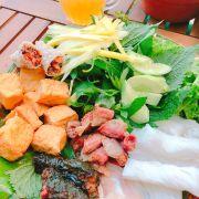 Ăn trưa ngon cùng bạn bè