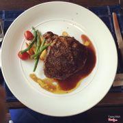 Mình thích nhất Steak ở đây, chín vừa. Thịt mềm, ngọt, không quá dai. Rất nên thử