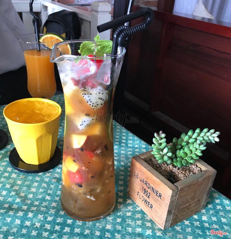 Món này Trà Trái Cây (Nước chủ yếu là Chanh Dây, trái cây cũng tươi ngon. Riêng nước uống k ngon.