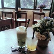 Mình uống matcha jelly và mojito chanh leo. Matcha thì mình cảm thấy hơi giống trà sữa Thái một chút. Mình ít khi uống mojito nhưng mojito thì thật sự rất ngon.