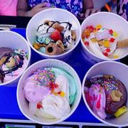 kem ngon. không gian quán thoáng mát. trang trí hài hòa. kèm theo topping phong phú. yogurt rainbow vừa ngon vừa tốt cho sức khỏe. tôi chon yogurt rainbow.