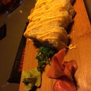 cơm cuộn da cá hồi chiên zòn