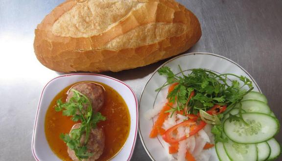 Cô Út - Bánh Mì Xíu Mại