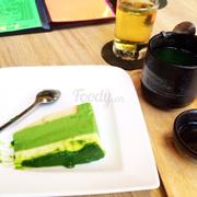 Bánh trà xanh và matcha nóng