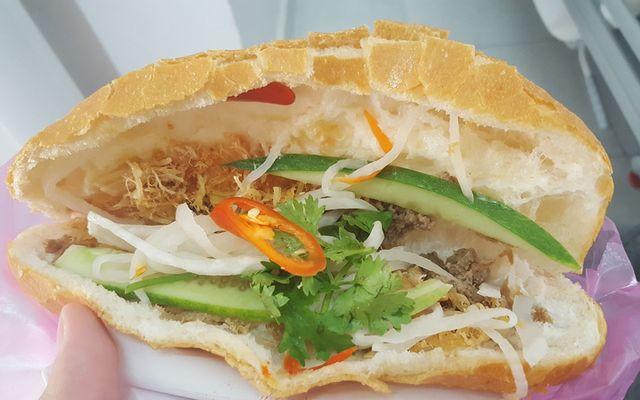 Bánh Mì Chà Bông Gà - Phan Đình Phùng