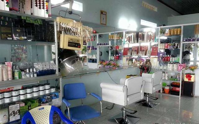 B. Thủy Beauty Salon