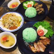 cơm gà và padthai