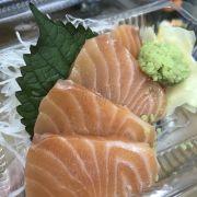 Sashimi còn chưa rã đông hết??