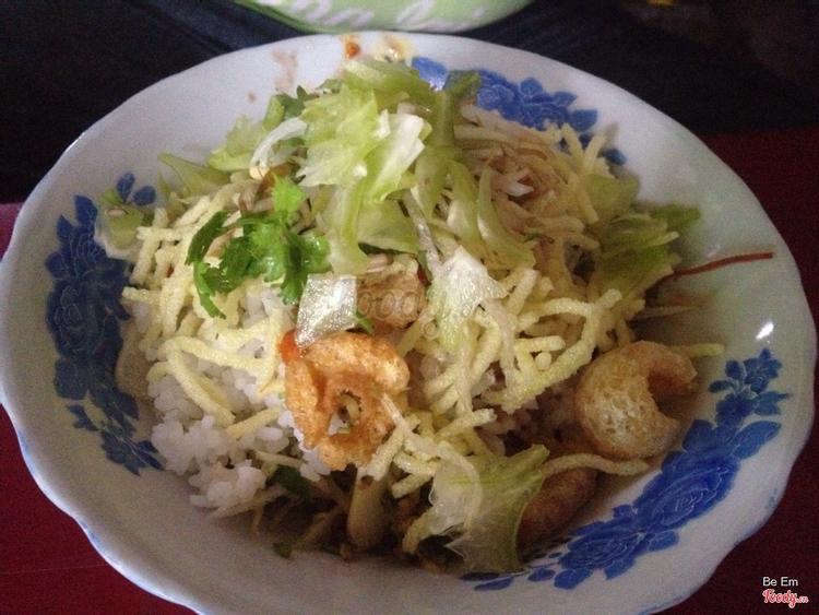 Cô Hoa - Cơm Hến ở Huế