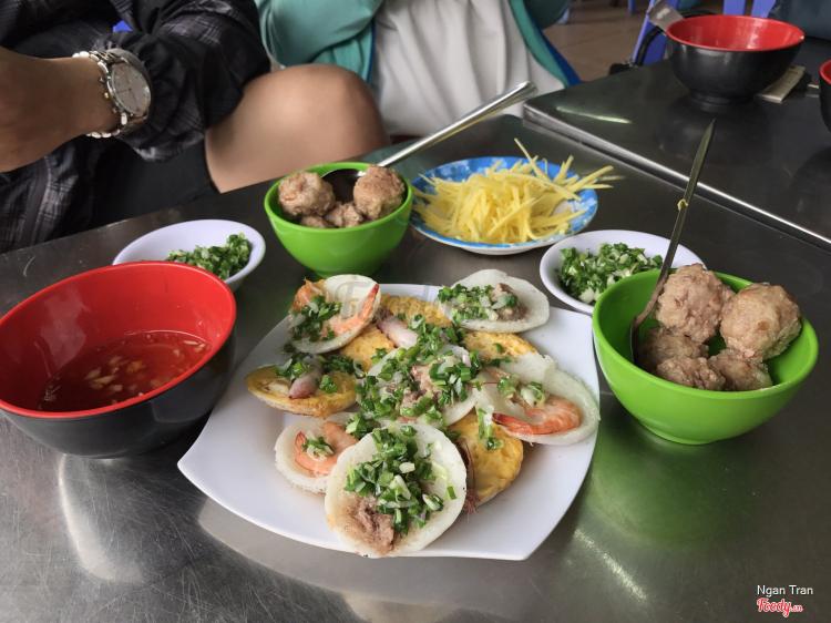 Đặc Sản Bánh Căn Cô Tư ở Khánh Hoà