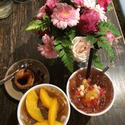 Trà đào, trà trái cây và bông lan bánh flan