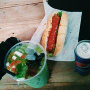 Ăn trưa của mình . .. combo Hot Douggie và trà sữa thái xanh 1l