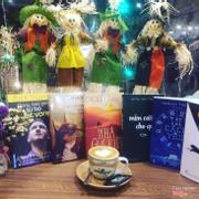 Enjoy weekend..bạn đã đọc những quyển nào rồi😆😆😆 #ẹnoy#weekend #cappuccino #newstarscoffee  #conchónhỏmanggiỏhoahồng  #đừngbaogiờtừbỏkhátvọng  #mỉmcườichoqua  #12cáchyêu #nhàgiảkim  #trênđườngbăng  ---------------------------------- Newstars Cofee 15 Ngô Văn Trị,Phú Lợi,TDM,Bình Dương