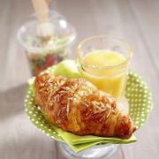 G006 - Bánh Croissant Bơ, Phô mai, Giăm bông Ham & Cheese Butter Croissant